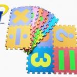 แผ่นรองคลานลายตัวเลขและเครื่องหมายทางคณิตศาสตร์