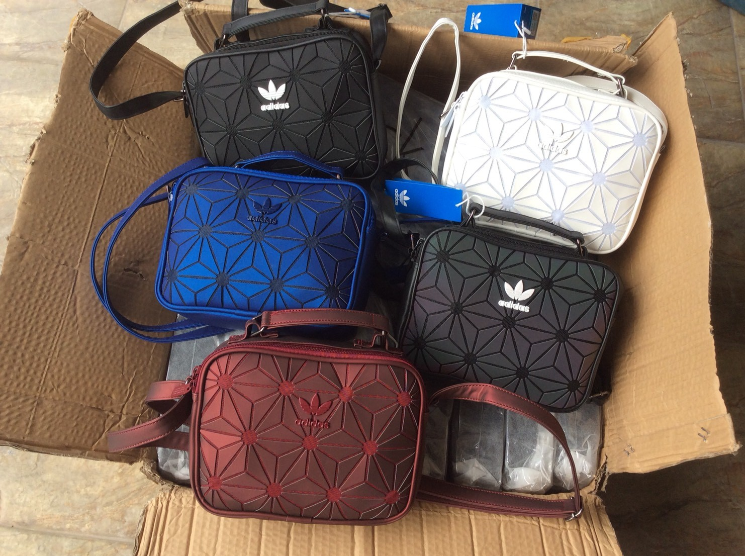 ee0e6346d6b8 Adidas Originals 3D Mini Airline (ISSEY MIYAKE Style Shoulder Bag)  กระเป๋าสะพายรุ่นใหม่ดีไซน์สุดฮิต